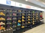 slatwall shoe display with label holder